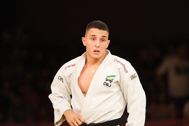 Guilherme Schmidit usando um judogui branco