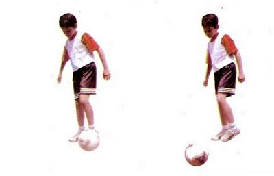 Mengoper/passing bola futsal dengan kaki luar