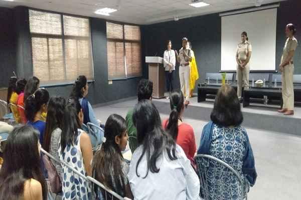 acp-dharna-yadav-reach-manav-rachna-college-awareness-women-crime