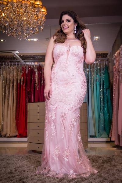 vestido de festa plus size rosa