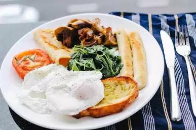 how many calories in a poached egg- www.topics-guru.com