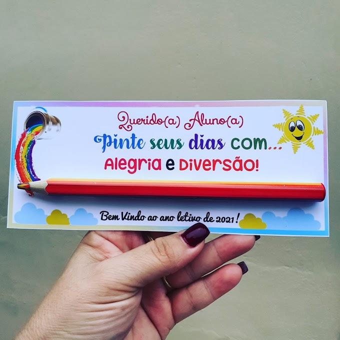 Lembrancinha volta às aulas com lápis colorido