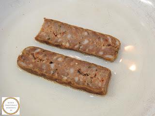 Carnati la tigaie reteta rapida pentru sandwich cu omleta si branza cheddar de casa servita la mic dejun sau pranz,