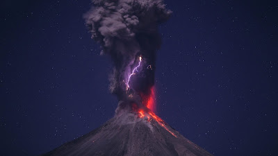 volcanic lightning hd wallpaper