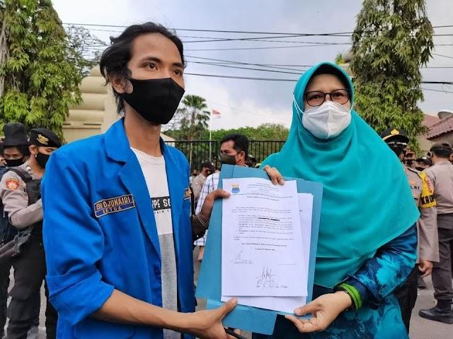 Mahasiswa Demo ke 4 Kalinya, Akhirnya DPRD Cilegon Tandatangani MoU Tolak UU Cipta Kerja