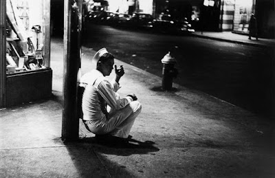 Loner smoking in New York, photo by Jay Maisel