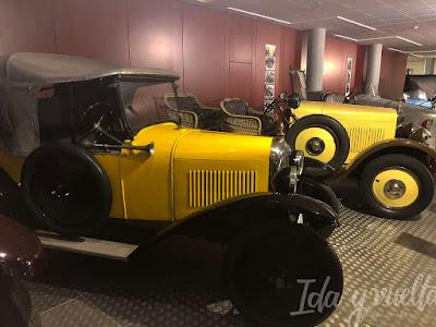 Museo de Historia de la Automoción coches amarillos