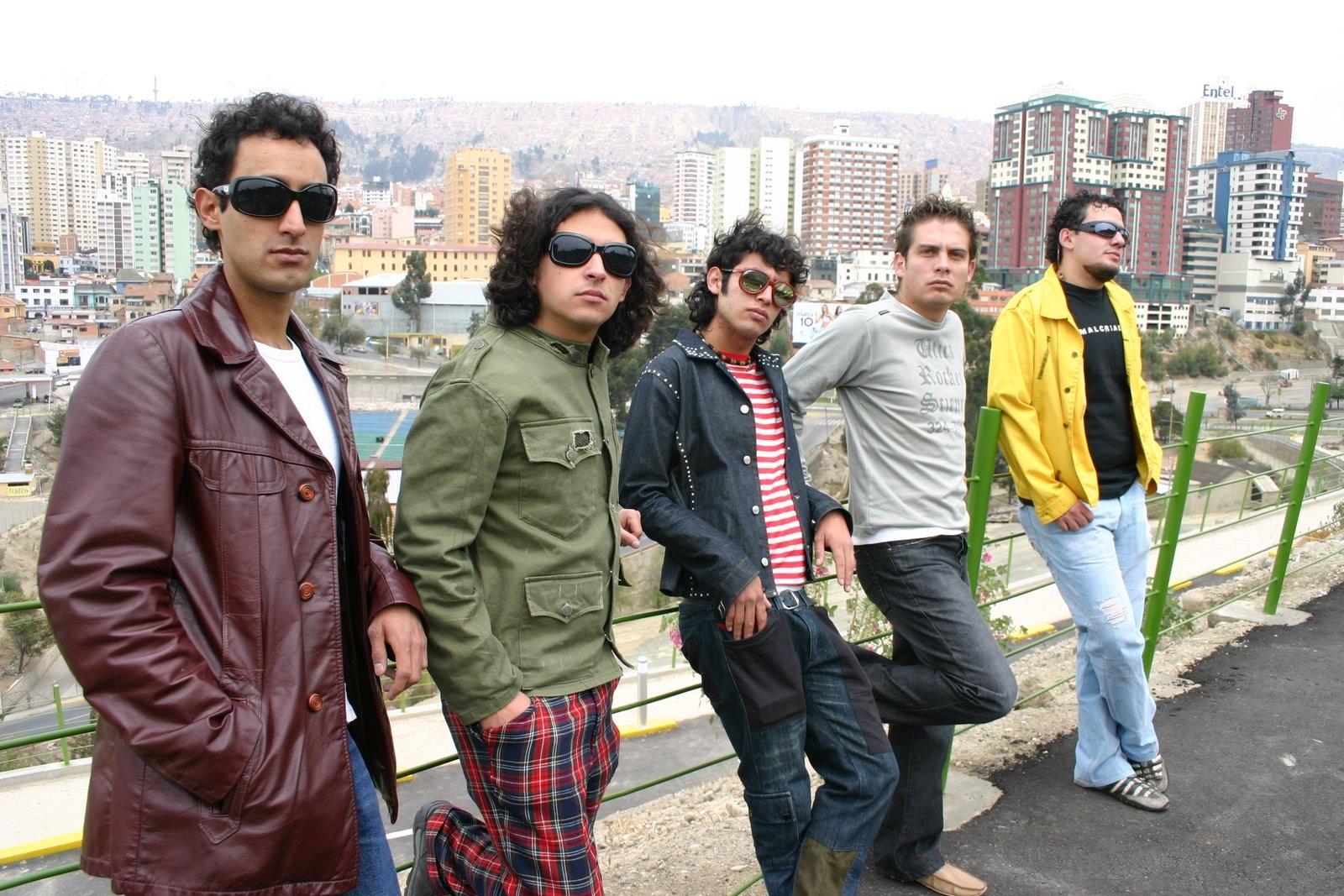 Sesión de fotos de la banda paceña en 2006 / FACEBOOK QUIRQUIÑA