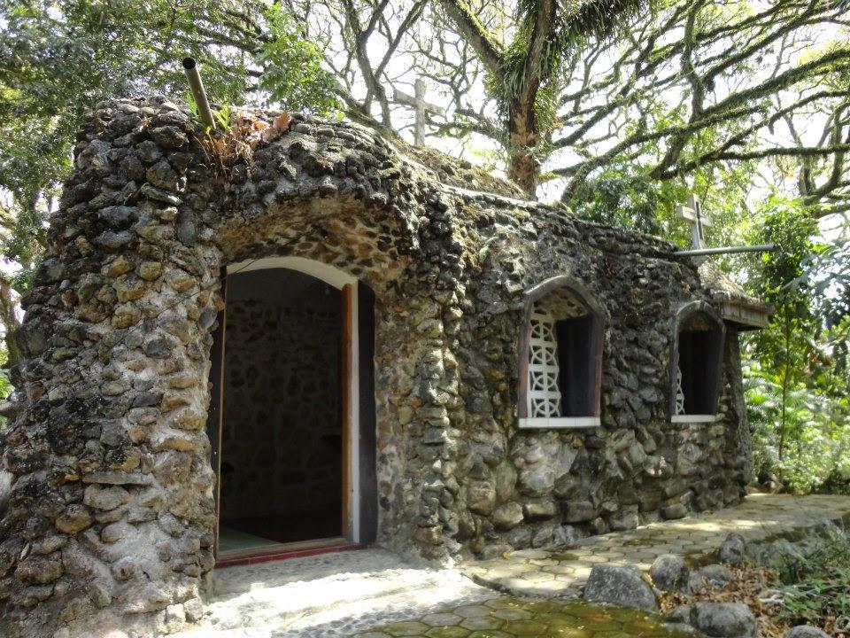 Ruang meditasi Gua Maria Curahjati