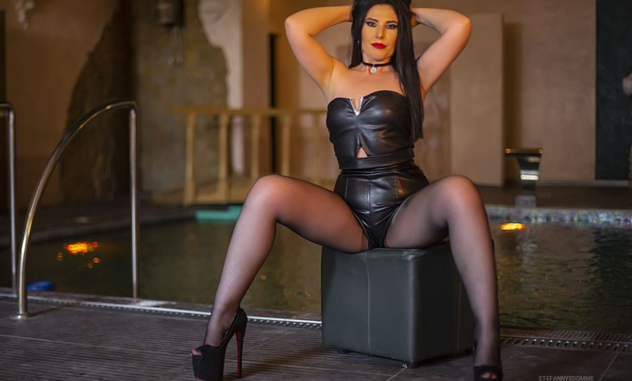 https://www.glamourcams.live/chat/StefannyeDomme
