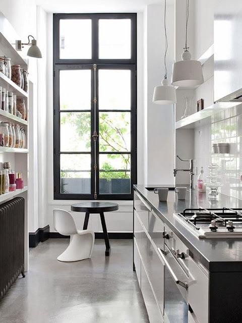 Rama neagra fereastra bucătărie