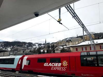 Trem panorâmico Glacier Express na Suíça