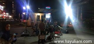 Kuliner di food truck sambil ditemani live music