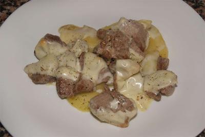 carne al ajillo con queso
