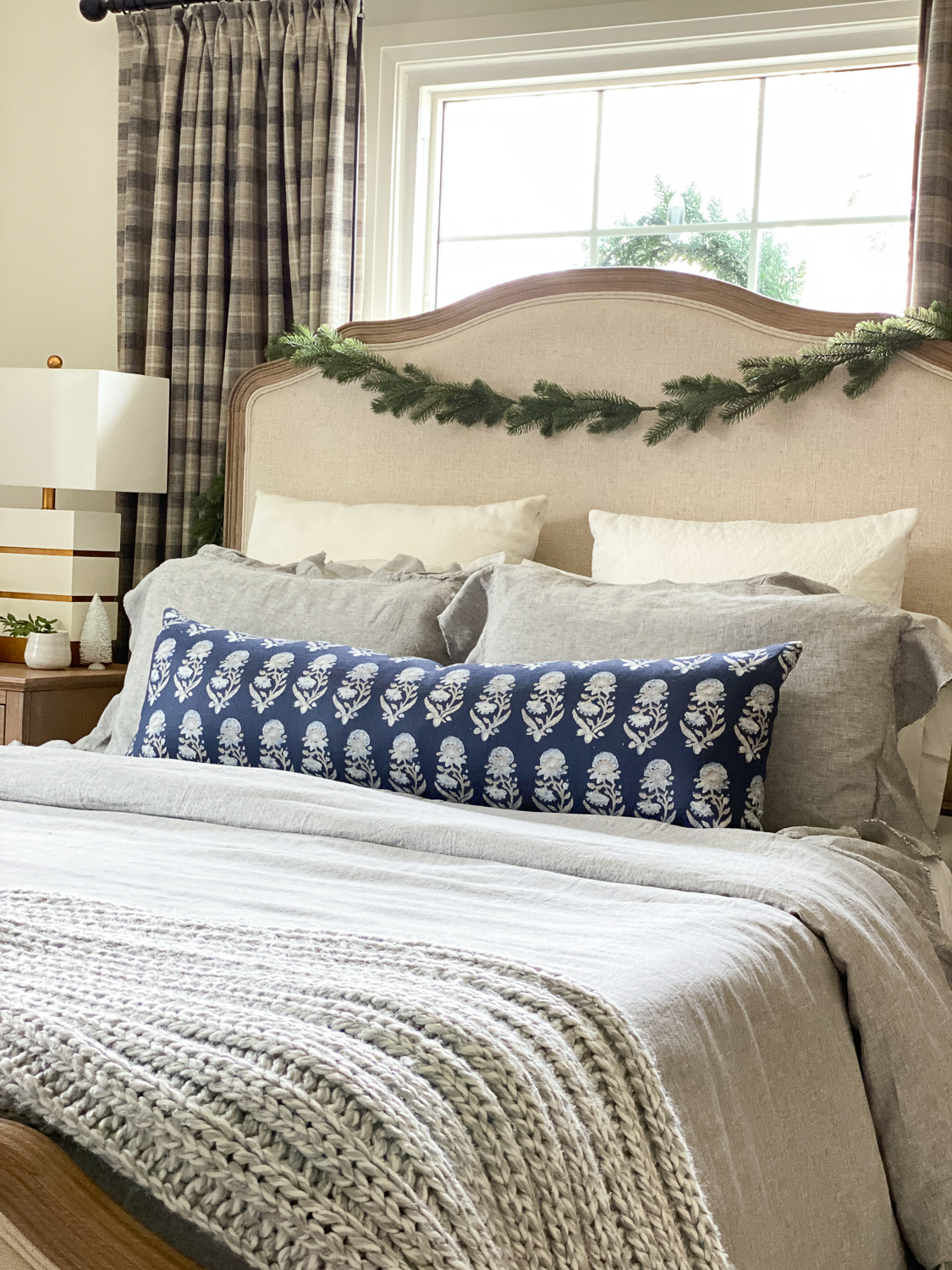 christmas bedroom decor, bedroom christmas decorations, christmas bedroom ideas