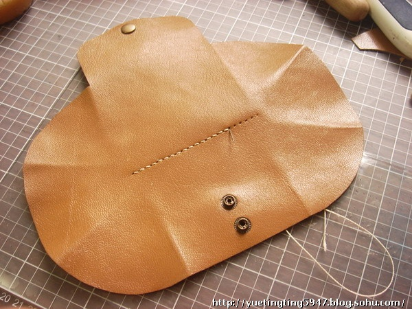 How to DIY Leather Accordion Wallet