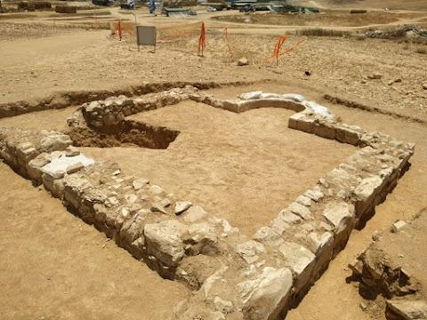 A Szentföld korai iszlám korszakából származó ritka mecsetet fedeztek fel a Negev-sivatagban