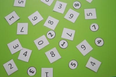 http://www.schwytanechwile.pl/2016/02/zabawa-w-matematyke-z-przedszkolaczkiem.html