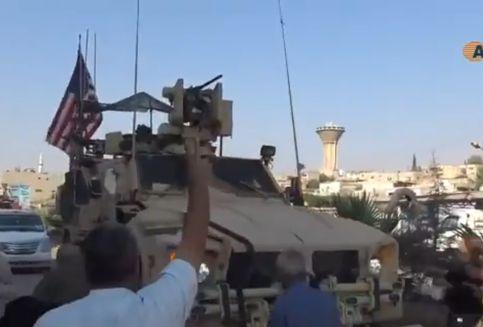 Warga Kurdi Serang Kendaraan Militer AS Pakai Batu Dan Tomat Busuk