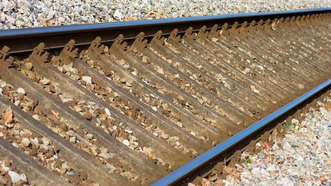 Halálra gázolt egy embert a vonat a Balatonnál: ezen a vonalon késésekre számítson
