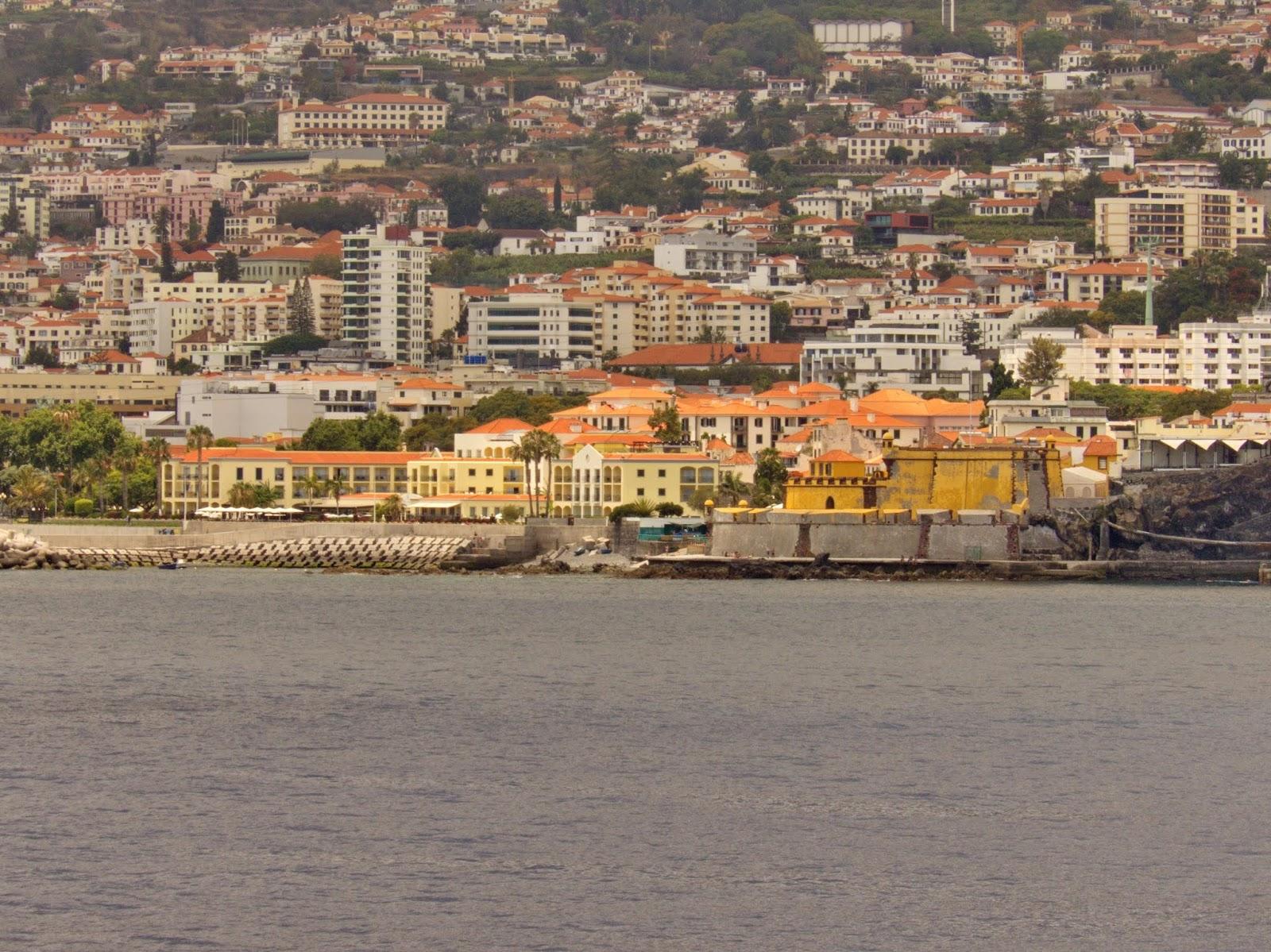 a zona velha vista do mar