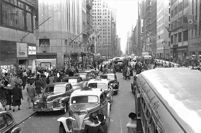 Δρόμος με αμάξια στη Νέα Υόρκη της δεκαετίας του 50 / New York street and cars in the 50s