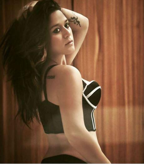 hot krishna shroff,latest hot pics of krishna shroff,jackie shroff daughter hot pics,tiger shroff sister