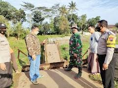 Jembatan Penghubung Dua Desa di Batang Terputus