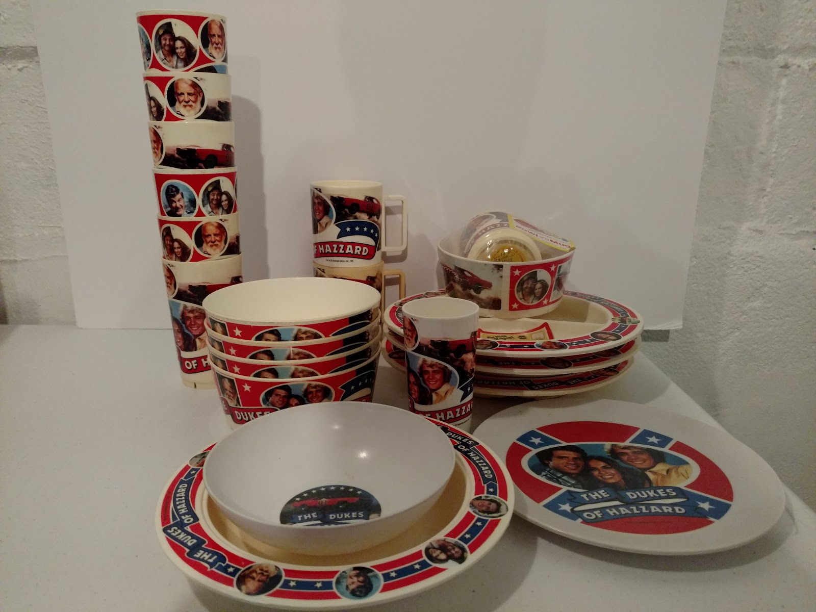 I once saw a boxed set that included a cup bowl and mug on ebay but I was outbid on it. That was probably a decade ago. & Dukes of Hazzard Collector: Deka Dukes of Hazzard Dinnerware - Mugs ...