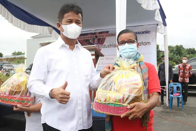 Dihadiri Rudi, PT Panasonic Industrial Services Serahkan Bantuan Sembako kepada Warga Baloi Permai