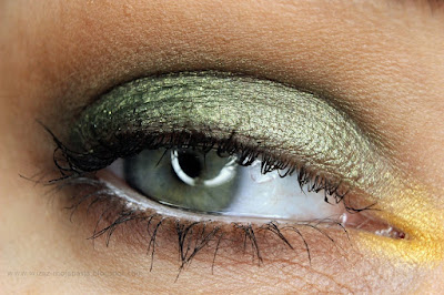 zieleń z brązem makijaż