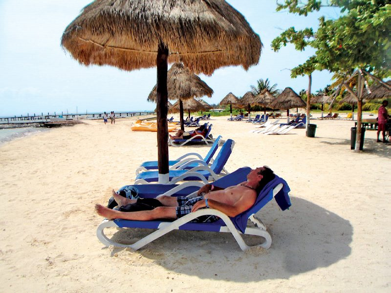 Isla Mujeres Beach Club to stop and eat , Buffet lunch