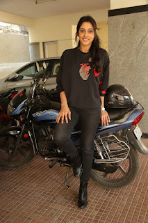 Regina Candra Picture Gallery in Black Jeans at Infinity Ride 2016 Curtain Raiser Pressmeet