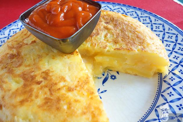 Tortilla de patatas rellena de queso