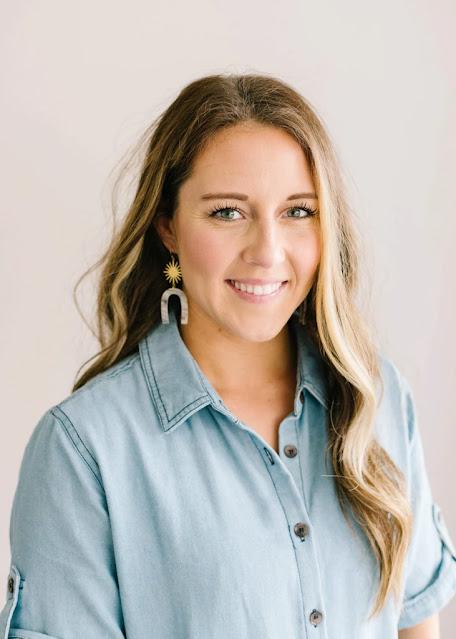 Woman wearing U-Shaped Acetate Starburst earring