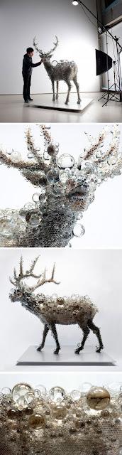 Escultura de alce con vidrio
