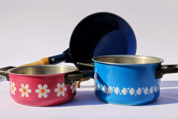 ThriftyAmos Vintage Cooking Set