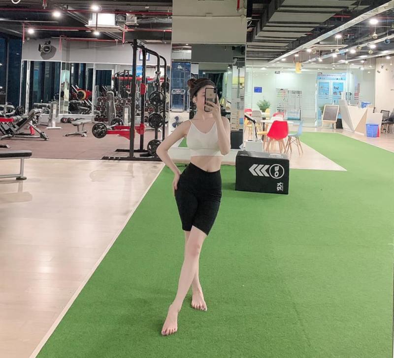 Bạn gái tin đồn mới của Quang Hải có body như búp bê nhờ uốn dẻo, chơi môn nhà giàu