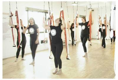 aerial yoga brasil, aero, aeropilates brasil, balanço de yoga, bem-estar, fly yoga, flying yoga, formação de professores, formação de professores aerial yoga, portugal, rede, saúde, trapézio, yoga aéreo