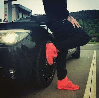 red shoe black car dp