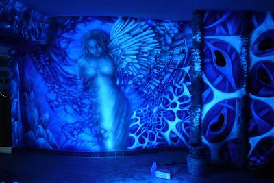 Obraz wykonany w technice UV, mural UV w klubie, anioł,