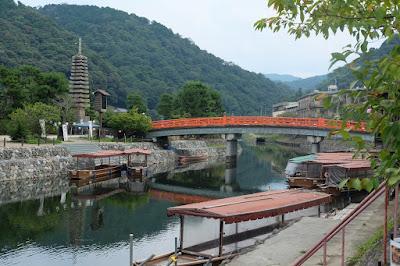 喜撰橋と塔の島と屋形船