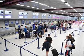 Evalúan estrategias en protocolos de seguridad ante la COVID-19 a fin de garantizar la reactivación de vuelos en el país.