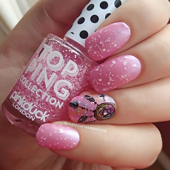 manciura en rosa claro atrapasueños