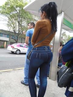 Linda chava cola redonda jeans apretados