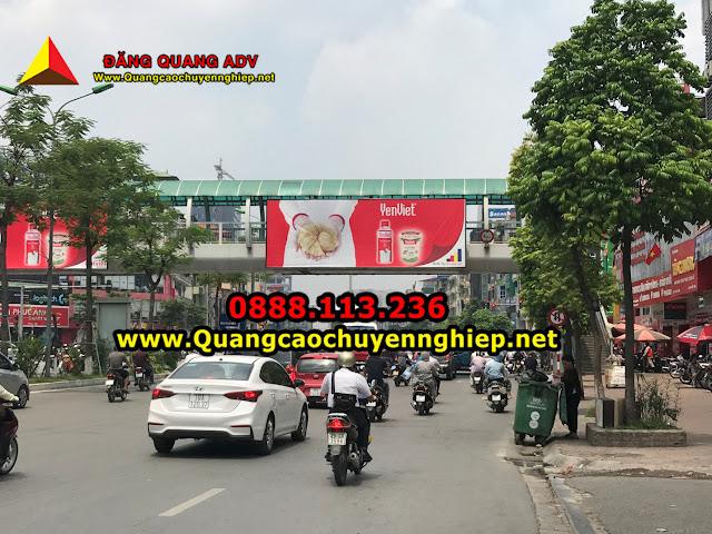 Quảng cáo trên cầu vượt Đăng Quang