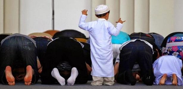 Inilah Bahayanya Memarahi Anak yang Ribut di Masjid, Bang Syaiha, Kisah Inspiratif, One Day One Post, Menulis Setiap Hari, Blogger Aktif, Penderita Polio, Trainer, Guru Blogger, bangsyaiha.com