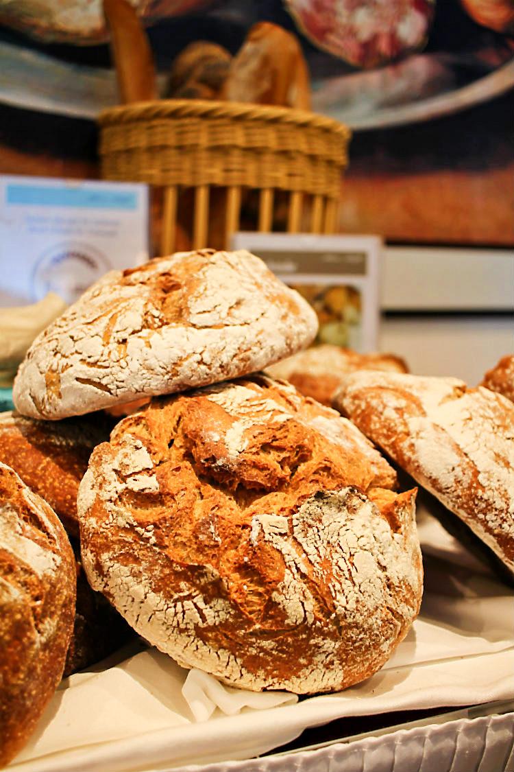 Frisch gebackenes Brot an Bord der Mein Schiff 5  | Arthurs Tochter kocht. Der Blog für Food, Wine, Travel & Love von Astrid Paul