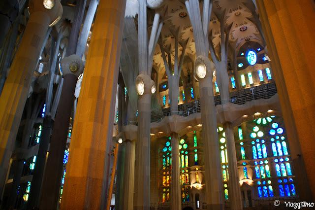 Gli interni della Sagrada Familia di Gaudì, le colonne