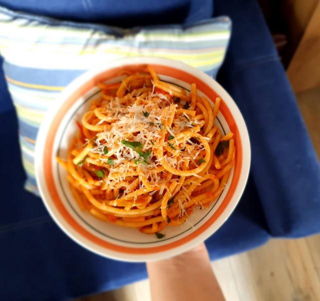 pasta con la salsa,spaghetti z pomidorami ,spaghetti sos,sos do makaronu,szybki obiad,cucina italiana,z kuchni do kuchni najlepszy blog kulinarny,szybki obiad,